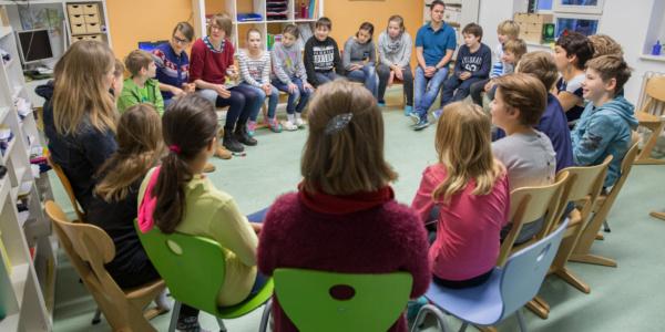 Stuhlkreis-Workshop-Mensch-Tier-Bildung